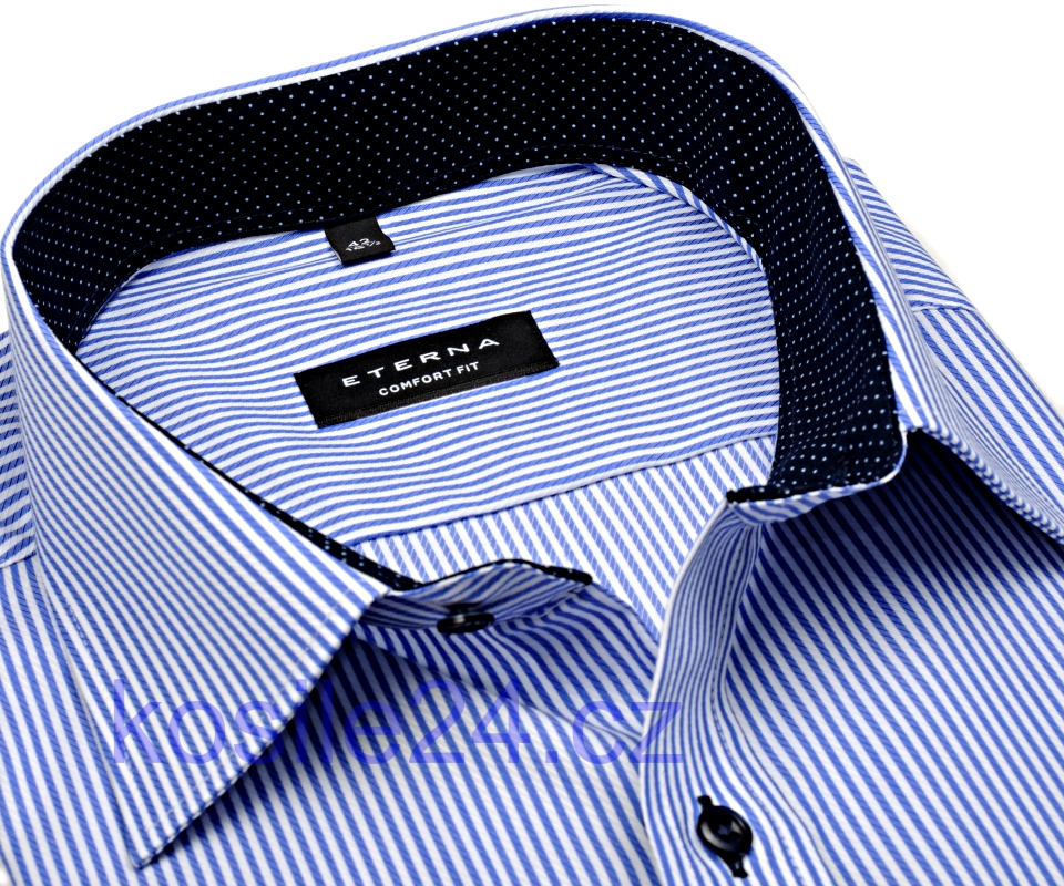 Nejprodávanější košile s modrým proužkem Nejprodávanější proužkovaná košile.  Košile Eterna s modrým proužkem a vnitřním límcem 3b3c766fa8