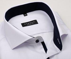 Na obrázku je neprůhledná košile Eterna Cover s moderními prvky - nejprodávanější košile Eterna v roce 2020